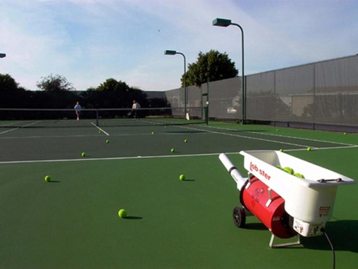 tennis-ball-machine-practice