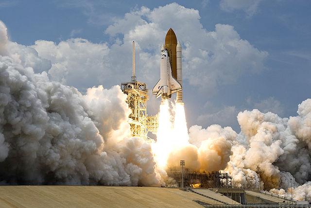 640px-STS-125_Atlantis_Liftoff_02
