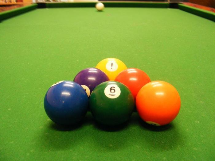 Six_balls-billiard_set