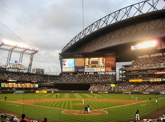 640px-Safeco_Field._Against_Tampa_Bay_Rays,_with_Ken_Griffey_Jr._up_to_bat,_Seattle